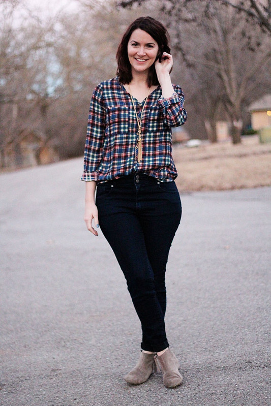 plaid-blouse-high-waist-jeans-tassel-necklace2