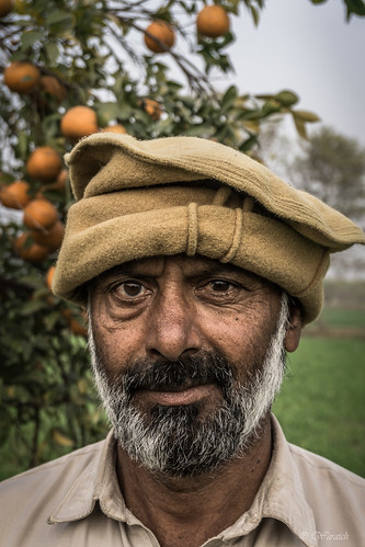 poverty street family pakistan portrait landscape eyes village pov farm candid poor working streetphotography streetscene stunning labour worker punjab staring landschaft stree punjabi peasant portraitphotography stre wjahatwaraich villagedweller