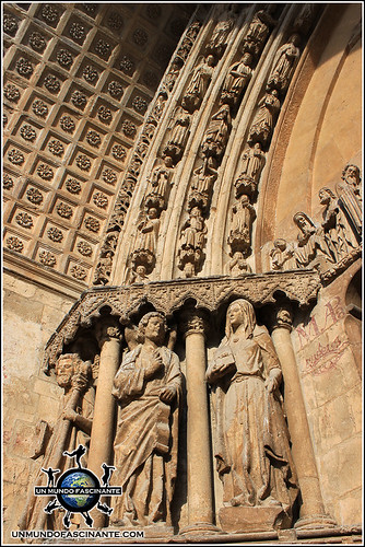 Detalle de la portada meridional de Catedral de El Burgo de Osma (Soria)