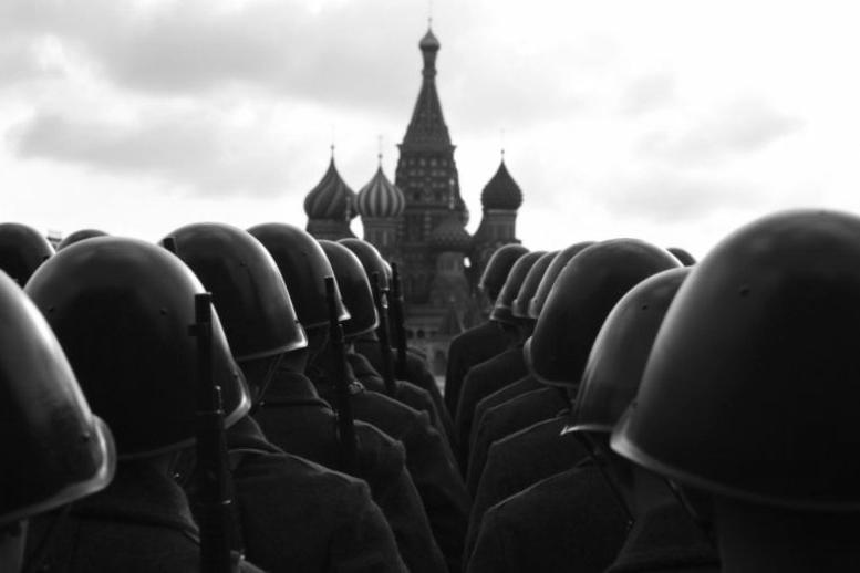 150224_RUS_army_soldiers_helmets_Kremlin_Tom_6x9