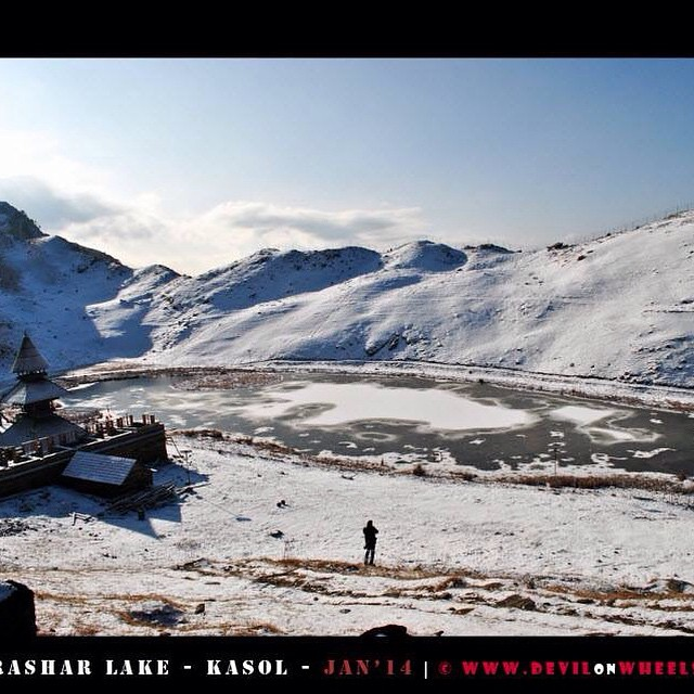 Partially #frozen Prashar #lake #himachal #wanderlust #limitless #discover #explore #life #live #heaven #love #amazing #awesome #hiking #trekking #traveling #nature #mountains #hills #snow #winters #travel #trek #instago #instatravel #travelgram #igtravel