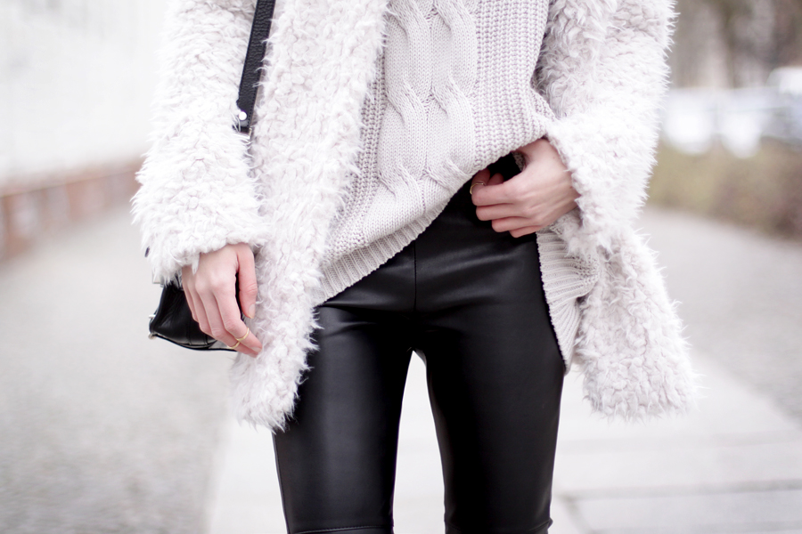 Fluffy coat leather pants H&M Proenza Schouler OOTD outfit styling cats & dogs wie hund und katze blog ricarda schernus hannover berlin blogger fashionblogger germany 5
