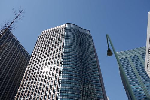 """Tokyo_21 東京都丸の内の高層ビルディング群を撮影した写真。 中央は """"丸の内パークビルディング"""" である。"""