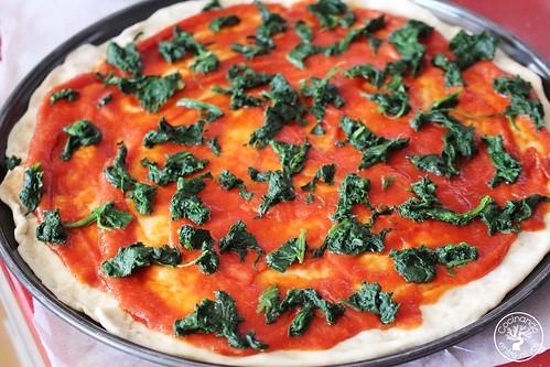 Pizza de espinacas, bacon y gorgonzola www.cocinandoentreolivos.com (16)