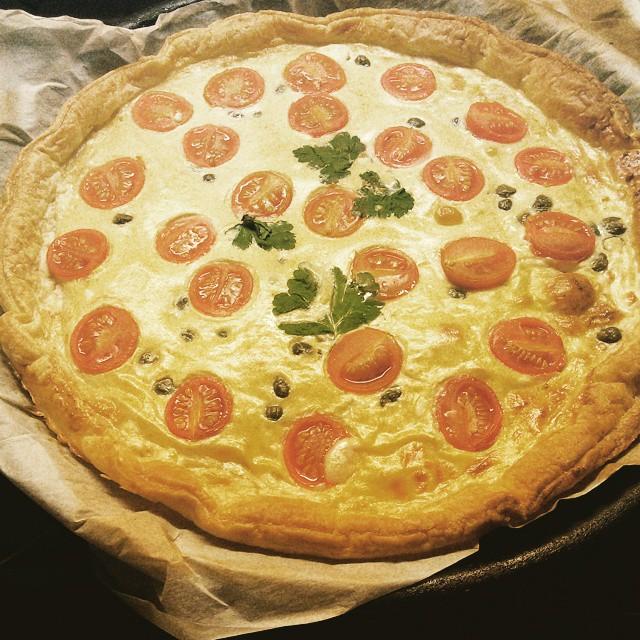 Tarrrrrrta #quesofeta #huevo #tomatescherry #perejil #alcaparras