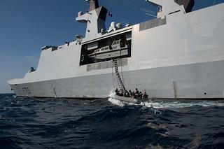 Sailors conduct VBSS training.