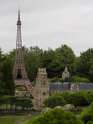 Pas loin de Paris...