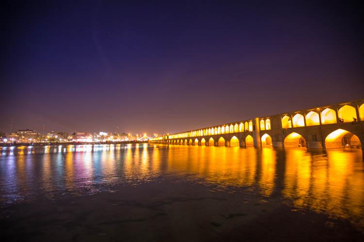 Pol-e si-i-seh bridge