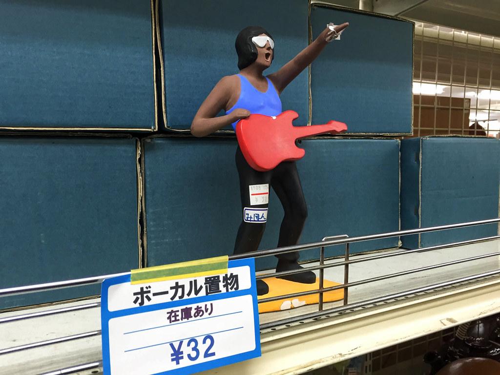 ボーカル置物32円