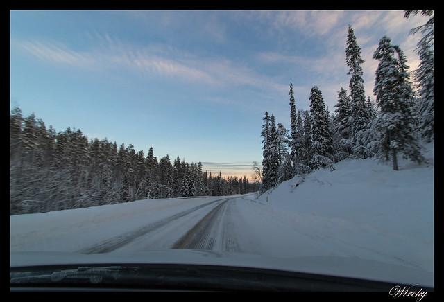 Laponia iglú cristal mina amatistas sauna finlandesa - Paisajes nevados hacia Luosto