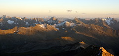 WeatherMaker posted a photo:	Looking to the south from Erzherzog-Johann-Hütte