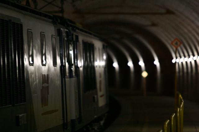 国境のトンネル。