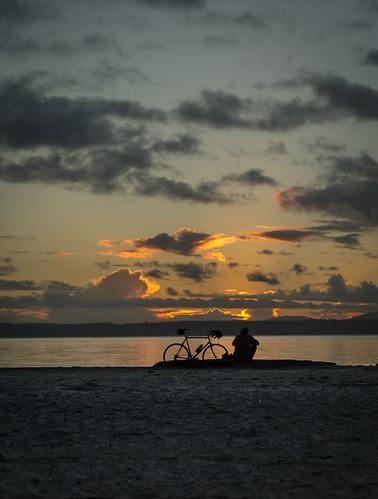 seattle sunset silhouette washington olympicpeninsula pacificnorthwest pugetsound ballard goldengardens olympicmountains westernwashington shilsholebaymarina