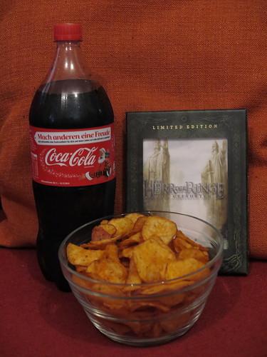 Sweet Chili & Red Pepper Kessel Chips und Coca Cola beim Heimkino-Abend