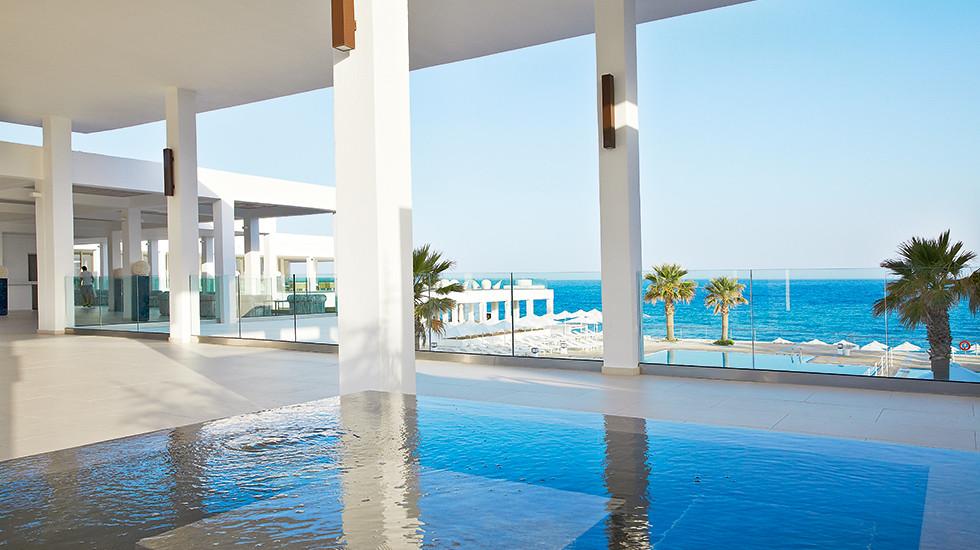 07-luxury-beach-resort-in-crete-white-palace-3-7065