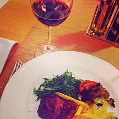 Solomillo con un Excell Cuvée para empezar el cierre del segundo día del #MWC15