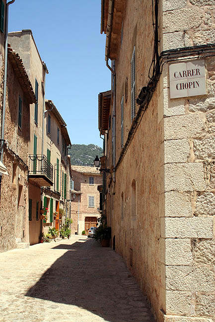 Una calle de Valldemossa. © Paco Bellido, 2007