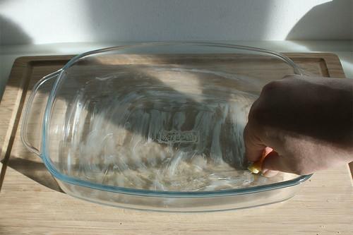 32 - Auflaufform ausfetten / Grease casserole