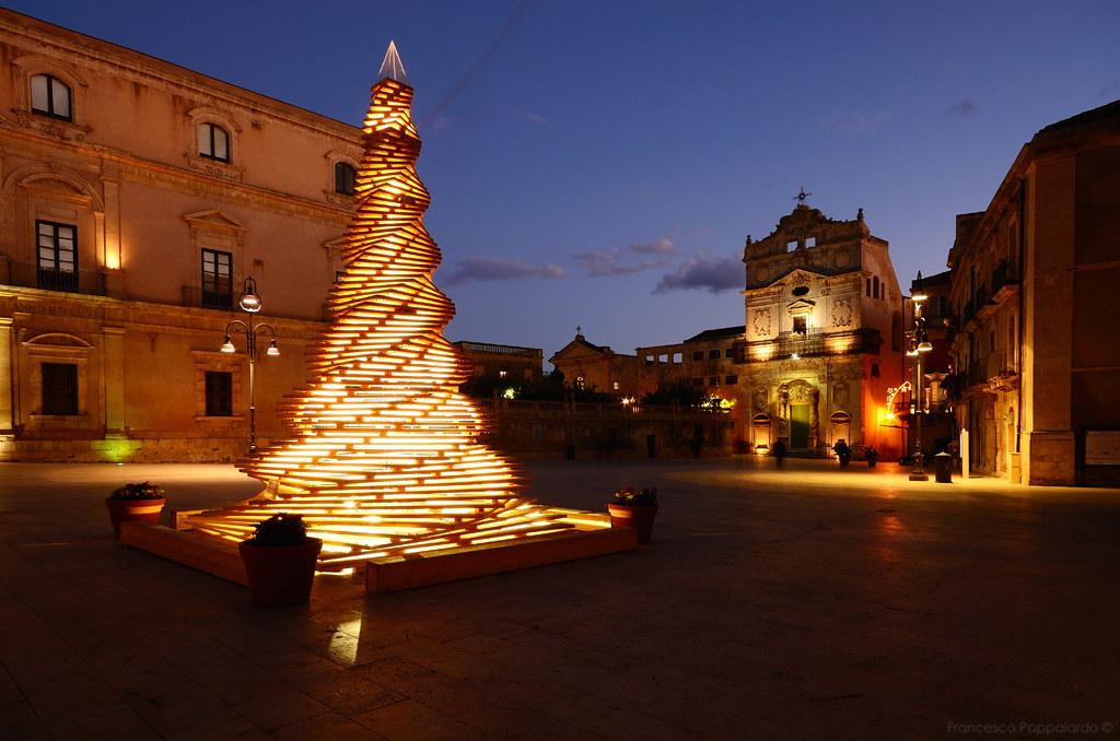 Le più belle piazze siciliane: Piazza Duomo, Siracusa.