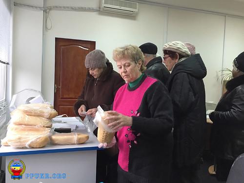 Бесплатный хлеб - членам Партии пенсионеров Украины - Запорожская областная организация (4)