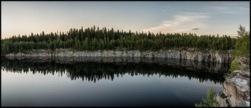 panorama stone sten berg pool bassäng cliffs klippor skog forest träd trees clouds moln vatten water morgon morning hdr 8x5ex spituholmen