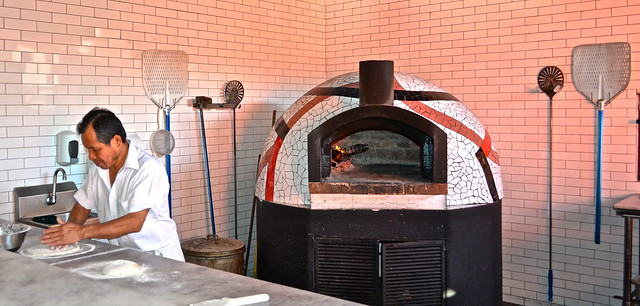 wood oven pizza - la fattoria italian restaurant guatemala city