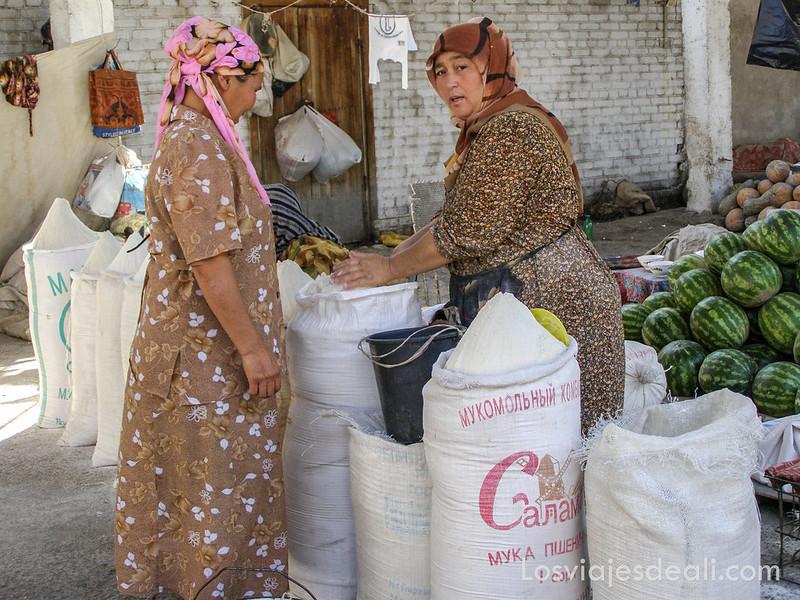 valle de fergana mujeres en el mercado
