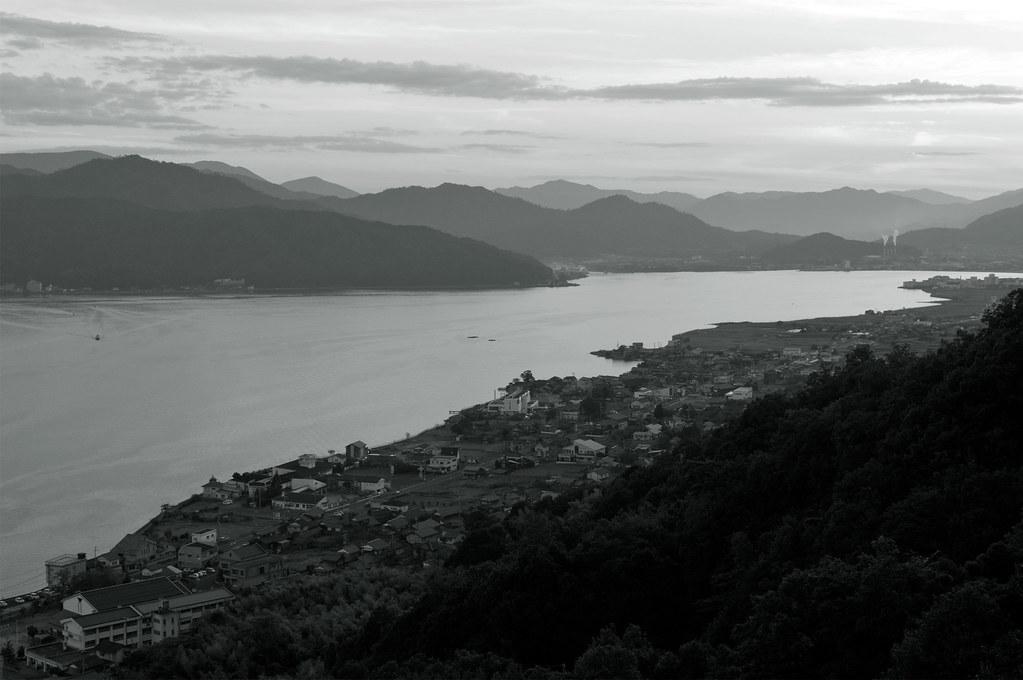 入江のある街