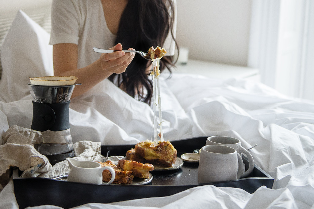 Photo collection breakfast in bed with for How to buy a bed and breakfast