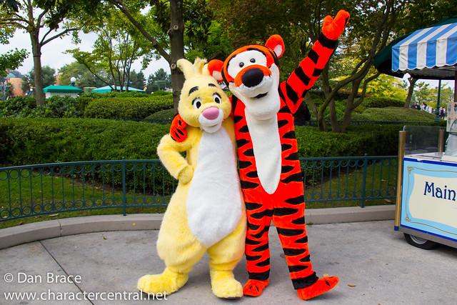 Meeting Rabbit and Tigger