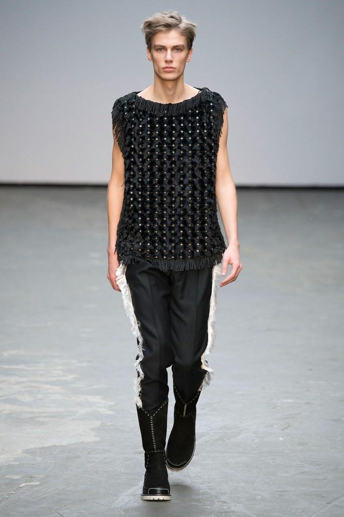 Marc Schulze3038_FW15 London Xander Zhou(fashionising.com)