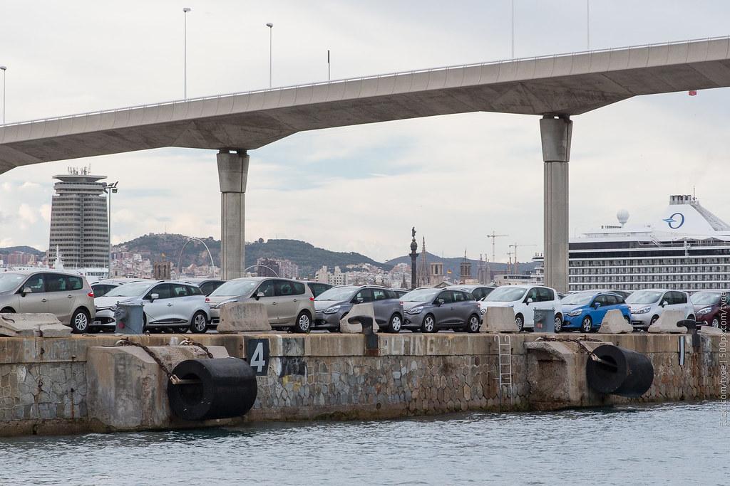 Автомобили в порту Барселоны