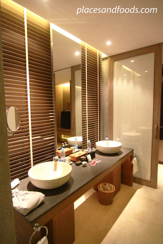 sri panwa suite washroom