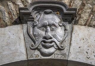 Изображение на Palazzo Ducale. italy basilicata pietragalla palazzo ducale maschera mascherone apotropaica sirena bicaudata apotropaico lucania borgo palmenti