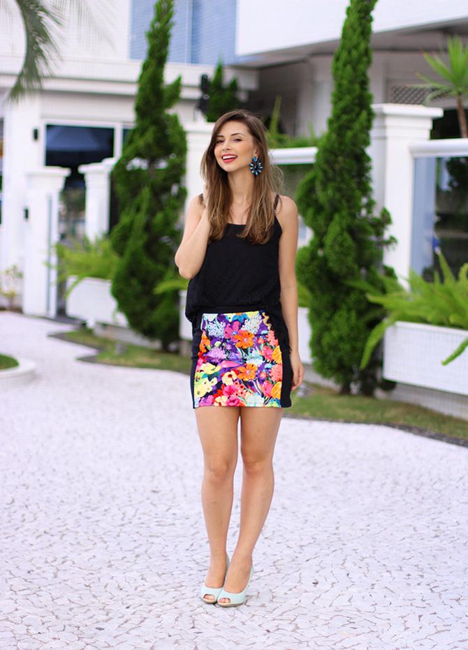 01-look saia estampada e blusa de renda preta sly wear jana taffarel blog sempre glamour