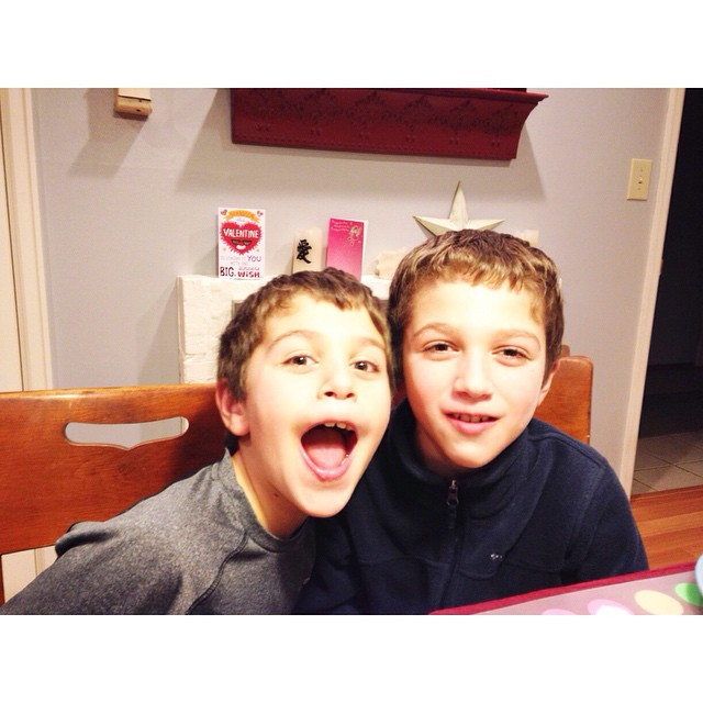 They are hiding green beans under their top lip and they think it's hilarious #bostinelosbros #scenesfromthedinnertable