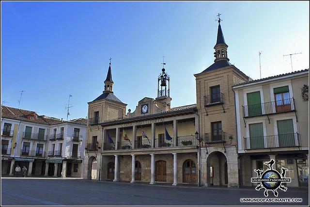 Ayuntamiento en la Plaza Mayor de El Burgo de Osma (Soria)