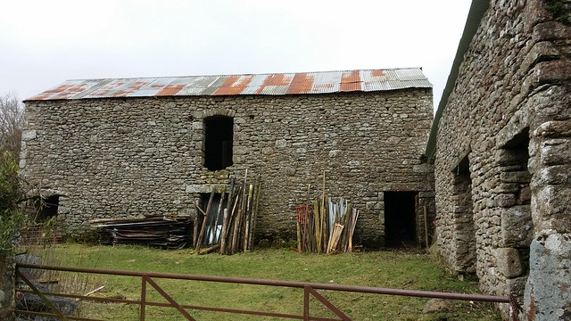 Fine looking barn near Blackingstone Rock