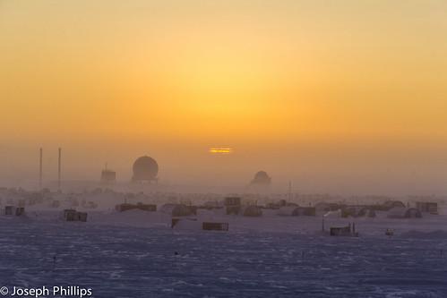sun station sunrise scott fire dancing south antarctica rise southpole amundsenscottsouthpolestation amundsen dancingfire southpolestation amundsenscott southpolesunrise