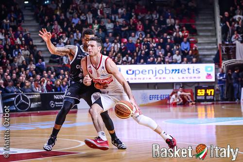 pallacanestro varese bologna