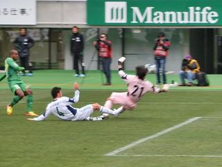 阿部選手のドリブル突破から見事なラストパスを受けたジョジマール選手が冷静に決めて点差を2点に広げる。