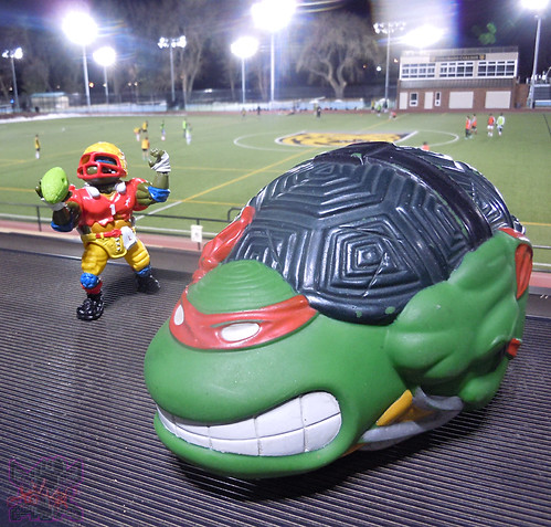 TEENAGE MUTANT NINJA TURTLES :: RAPHAEL'S SEWER SPORTS FOOTBALL i (( 1992 ))