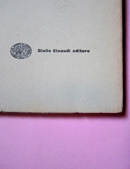L'entrata in guerra, di Italo Calvino. Einaudi 1954. [Progetto grafico di Albe Steiner]. Copertina (part.), 2