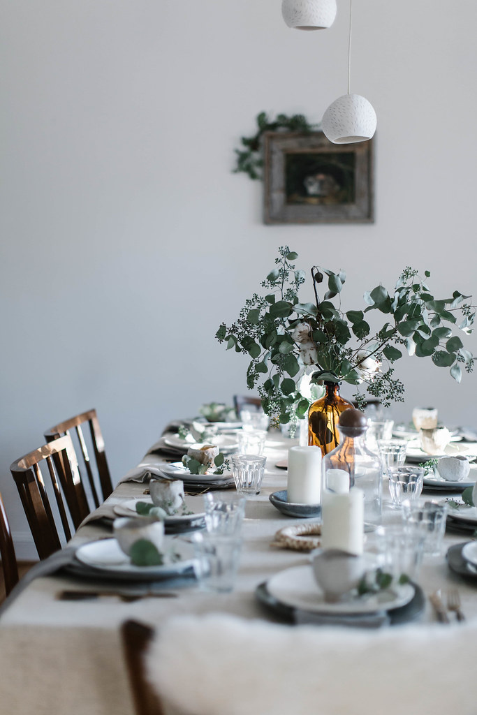 christmas gathering: setting the table