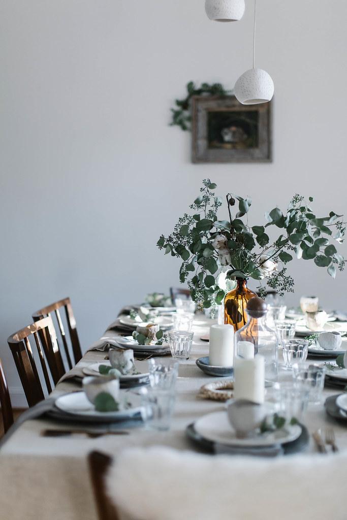 christmas gathering: setting the table