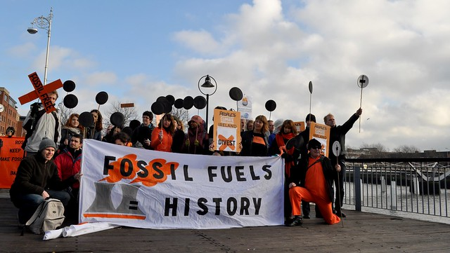 divestment demonstrators