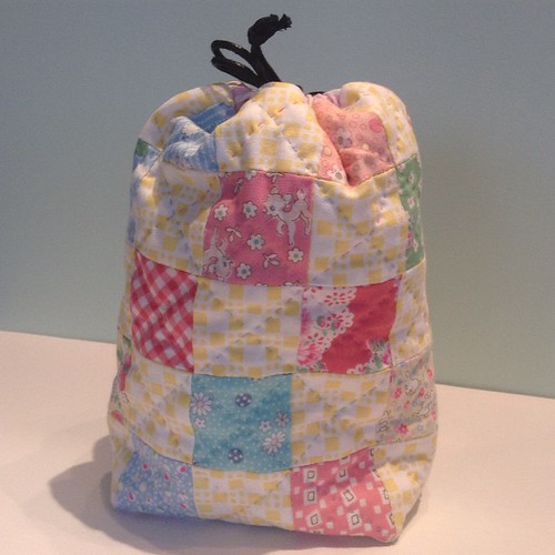 Here's the little spring bag I made for @patchworkmummy using @quarterinchmark brilliant pattern. #makefriendsswap