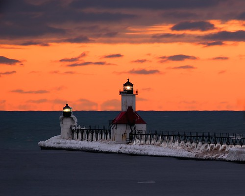 winter sunset lighthouse snow ice lakemichigan greatlakes nikkor400mmf56edif sonyalpha7rilce7ra7r