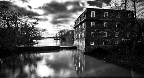 longexposure bw reflection water landscape newjersey unitedstates drcanal historic kingston princeton millhouse ndfilter millstoneriver delawareandraritancanal tokina1116