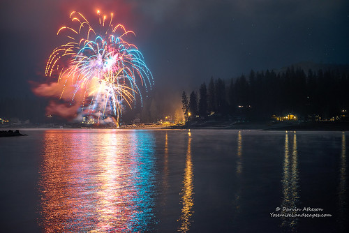 california new lake mountains cold reflection misty fog forest glow fireworks year sierra resort explore pines newyears basslake illuminate 2015 darvin darv lynneal yosemitelandscapescom
